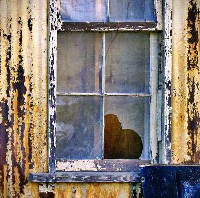 14-Lovely-Hearts-for-St-Valentines-day-broken-window